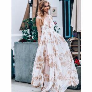 Dresses & Skirts - LIZZIE Floral Maxi Dress